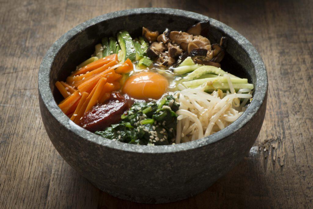 bibimbap คือ บิบิมบับ ข้าวยำเกาหลี